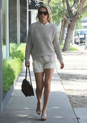 Ali Larter topped off her preppy daytime look with this gray, loose-weave crewneck.