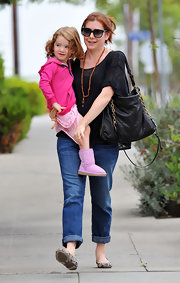 Alyson Hannigan's big leather shoulder bag was both fashionable and functional.