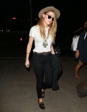 Amber Heard went for a relaxed airport look with a plain white tee.