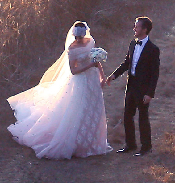 Anne Hathaway Gown: More Pics Of Anne Hathaway Wedding Dress (40 Of 52