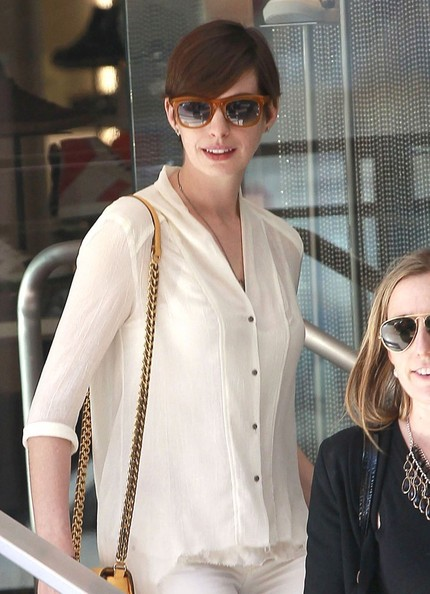 More Pics of Anne Hathaway Button Down Shirt (1 of 4) - Anne Hathaway Lookbook - StyleBistro