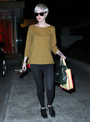 Ashlee Simpson Wentz hit the salon in a pair of flat black leather oxfords.