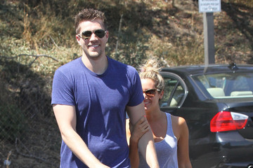 Ashley Tisdale Scott Speer Ashley And Scott Getting To-Go Food In Toluca Lake