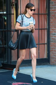 Aubrey Plaza added a dose of sexiness with a pleated black mini skirt.