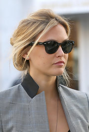 Bar Refaeli added subtle glamor to her street style with a pair of tortoiseshell cateyes.