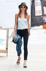 Behati kept her look simple and stylish with dark blue skinny jeans.