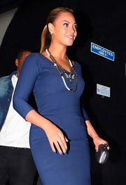 Beyonce Knowles was spotted wearing a vivid blue nail polish while having dinner at Nobu in NYC.