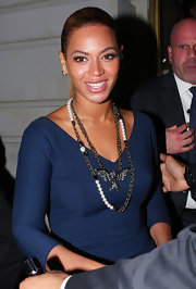 Beyonce livened up her basic sheath with this double chain eagle necklace.