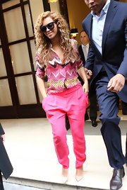 Who says trousers need to be boyish? Check out this hot pink pair Beyonce wore with a print top.