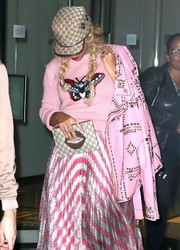 Beyonce Knowles headed out in New York City carrying a Gucci lip clutch.