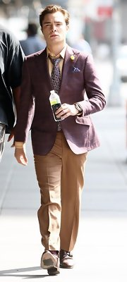 Ed showed off his dashing style while filming a scene on 'Gossip Girls'. He paired his tan slacks with a burgundy blazer.