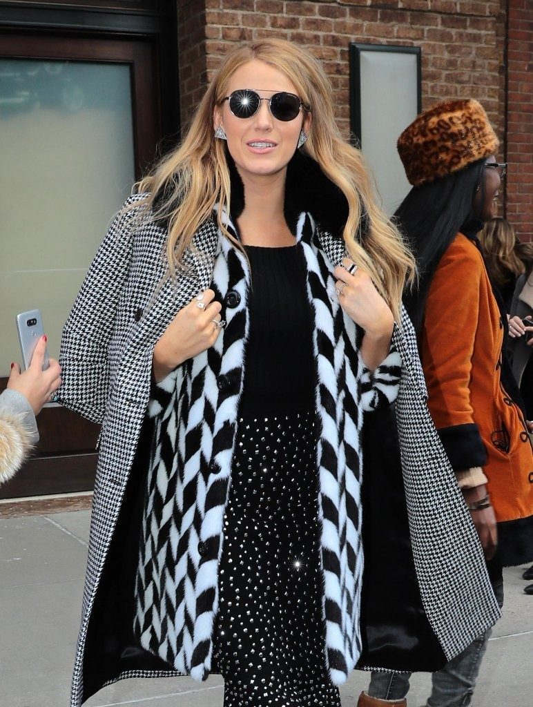 Blake Lively Round Sunglasses - Modern Sunglasses Lookbook ...