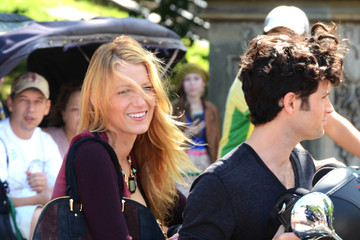 Blake Lively Penn Badgley Gossip Girl Films in NYC