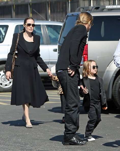 Brad & Angelina Take The Twins To The Museum