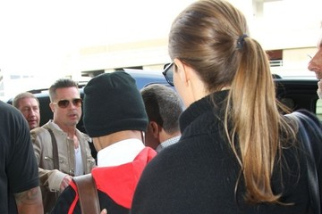 Brad Pitt Maddox Jolie-pitt Angelina Jolie Guides Her Family Through LAX