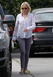 Naomi Watts opted for a pair of gray skinny pants for her uber casual look while out in Santa Monica.