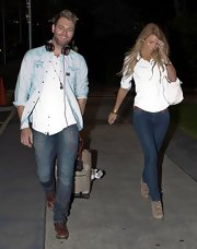 Vogue Williams sashayed in a pair of skintight classic denim skinnies when she arrived in Melbourne.