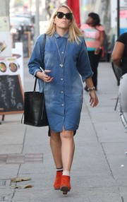 Busy Philipps brightened up her look with a pair of orange ankle boots.