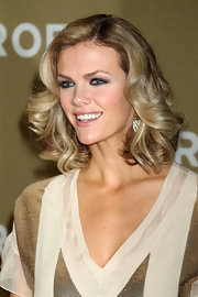 Brooklyn Decker wore her layered bob in big, bouncy curls at the 2011 CNN Heroes: An All Star Tribute.
