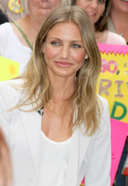 More Pics of Cameron Diaz Layered Gold Necklace (1 of 14) - Layered Gold Necklace Lookbook - StyleBistro