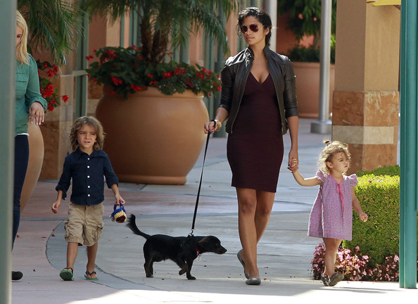 Camila Alves Clothes