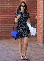 Camilla Belle livened up her outfit with an electric-blue leather shoulder bag by Tory Burch.