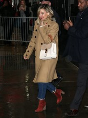 Kate Hudson added a pop of color with a pair of brick-red ankle boots by Freda Salvador.