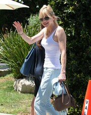 Anna Faris arrived for the Day of Indulgence Summer Party carrying a tasseled tan shoulder bag.