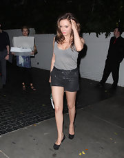 Rose McGowan completed her look with sleek and chic black pumps.
