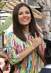 Victoria Justice knows how to keep her locks shiny and smooth with this perfectly straight 'do.