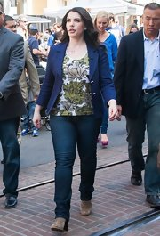 Stephenie Meyer opted for classic skinny jeans for her appearance on 'Extra!'