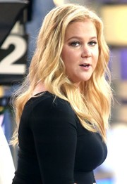 Amy Schumer sported beachy blonde waves during her appearance on 'Good Morning America.'