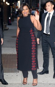 Black skinny-strap heels sealed off Mindy Kaling's chic ensemble.