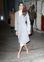 Iris Mittenaere glammed up her look with a pair of silver glitter pumps by Christian Louboutin.