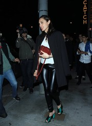 Gal Gadot finished off her outfit with a simple black coat.