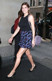 For her arm candy, Lake Bell chose a lilac suede shoulder bag.