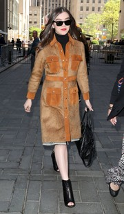 Hailee Steinfeld paired her chic coat with black peep-toe ankle boots.