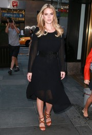 Alice Eve teamed her conservative dress with brown crisscross-strap sandals.