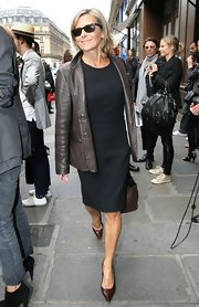 Mixing brown and black might be a bit taboo, but Claire pulled off the look by pairing minimalist pieces.