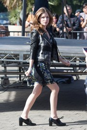 Anna Kendrick teamed old-school brogues with a moto-chic jacket for her appearance on 'Extra.'