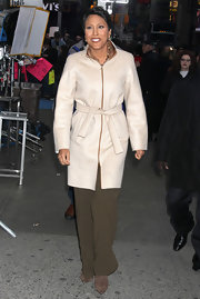 Robin Roberts looked snug and stylish in her nude wool coat.