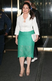 Gloria Estefan's green lace pencil skirt and white jacket were a very chic pairing!