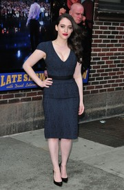 Kat Dennings chose pointy black patent pumps to complete her look.