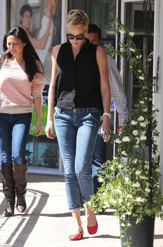 Charlize Theron Capri Jeans Charlize Theron Looks