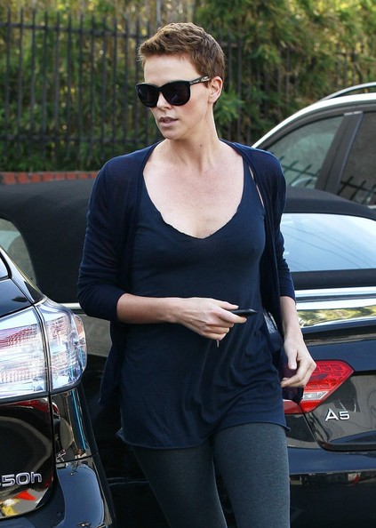 More Pics of Charlize Theron Leather Tote (1 of 40) - Tote Bags Lookbook - StyleBistro