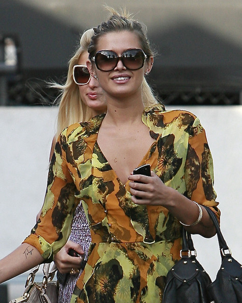 More Pics of Cheyenne Tozzi Oversized Sunglasses (1 of 7) - Cheyenne Tozzi Lookbook - StyleBistro