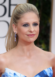 Sarah Michelle Gellar wore her hair in a sleek ponytail at the 69th Annual Golden Globe Awards.