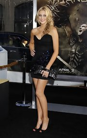 Stephanie wore a sparkly, strapless LBD with a black leather clutch. The pleated accessory featured a handy black strap. Cute!