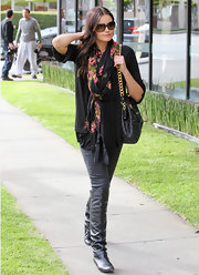 Courtney Robertson topped off her bundled look with a floral scarf.