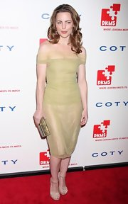 Melissa George has certainly stepped up her style game recently. She donned a light green off-the-shoulder dress to the DKMS' Annual Gala.